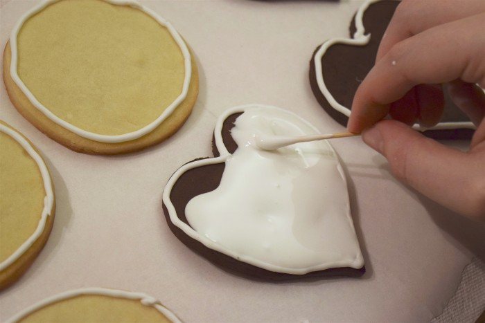 Decorating Cookies with Royal Icing - Smoothing