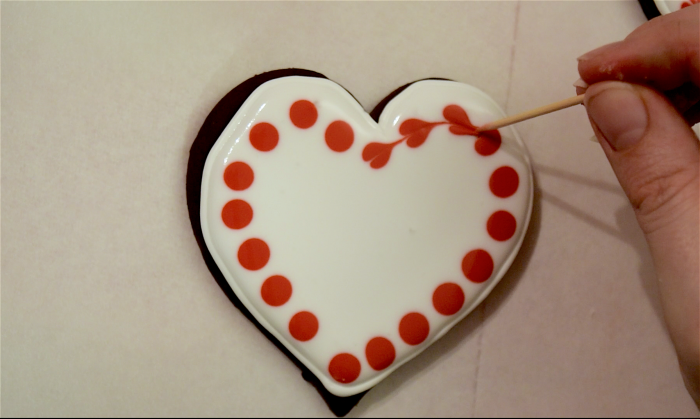 Decorating Cookies with Royal Icing - Hearts